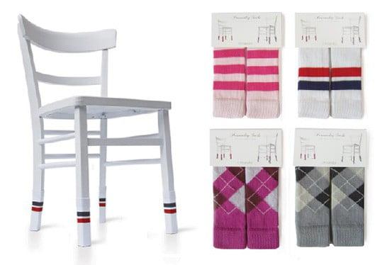Personality socks i calzini per le sedie di chris ruby for Feltrini antirumore per sedie