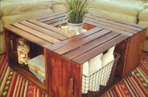 Tavolo con le cassette di legno
