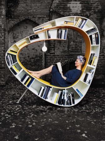 Bookworm la libreria con la seduta incorporata by Atelier 010