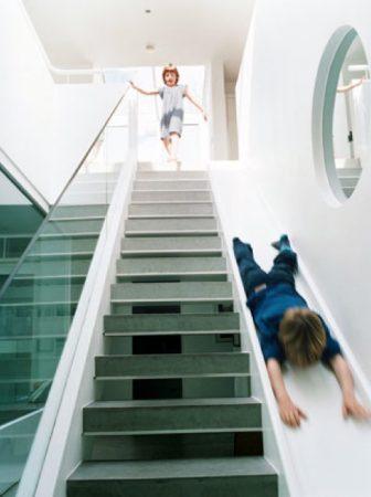 Staircase Slide di Alex Michaelis