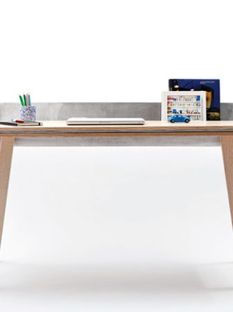 Homework Table di Tomas Kral