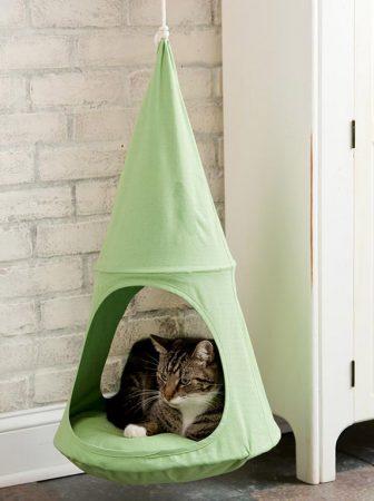 Hanging-Cat-Cuddle-Pod-gatti