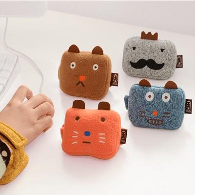 fluffy-animal-wrist-cushion-bracciali-mouse