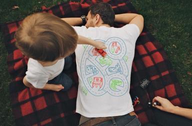 T-Shirt pista macchinine per il papà Play Mat