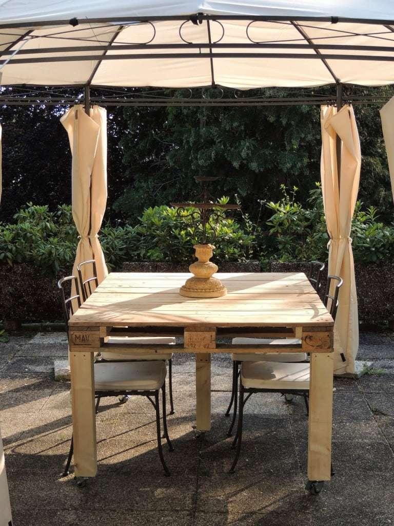 Tavolo con pallet riciclato design miss for Riciclo bancali legno