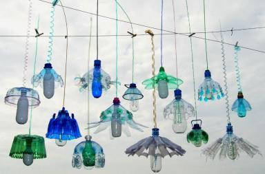 L'arte dal riciclo delle bottiglie di plastica