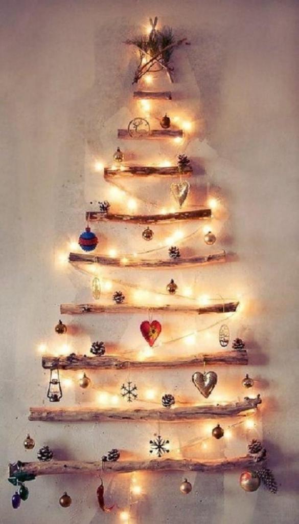 albero-di-Natale-con-rami-decorati