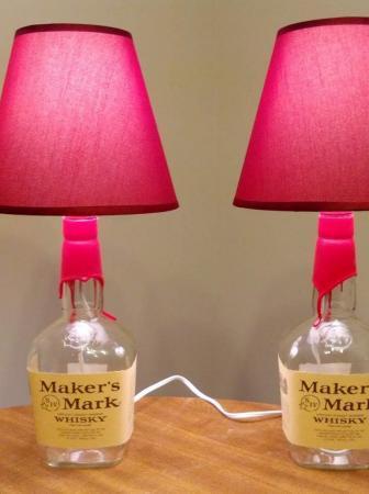 Lampade da tavolo dal riciclo di bottiglie