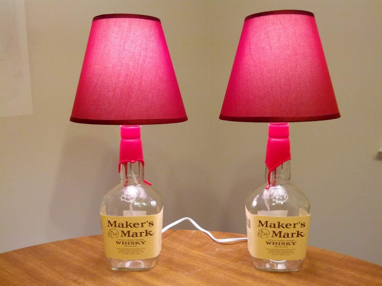 Lampade da tavolo dal riciclo di bottiglie design miss for Tavolo da fumo fai da te