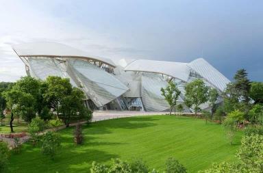 Luis Vuitton e l'edificio di vetro