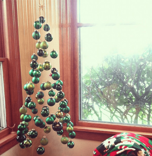suspended-xmas-tree