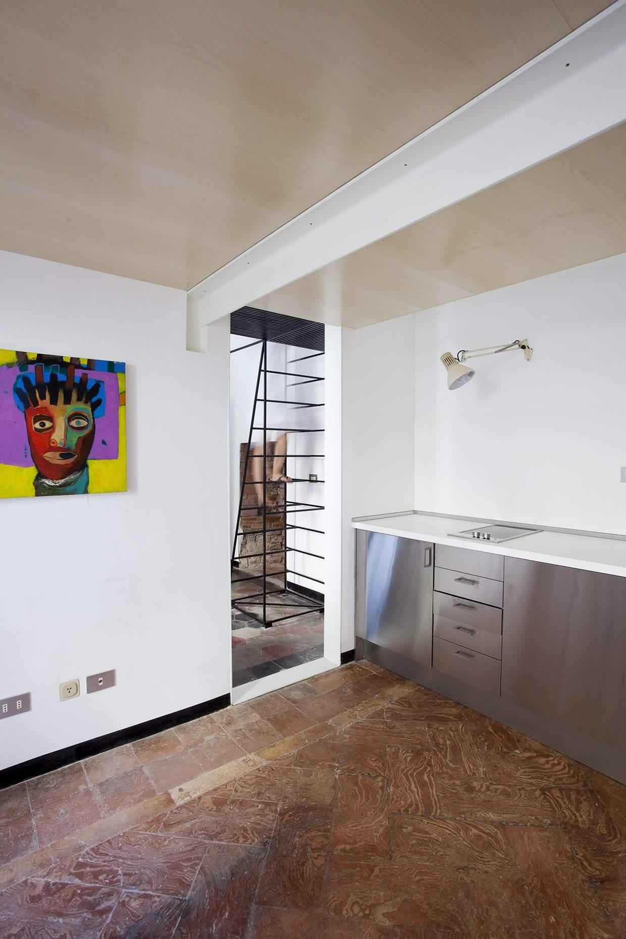 Scala in metallo moderna e minimalista design miss for Arredare pianerottolo scale