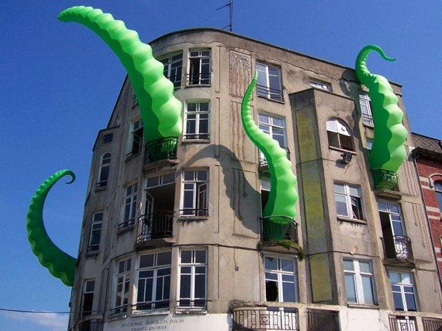 Street Life: Installazioni urbane dall'artista di strada Filthy Luker