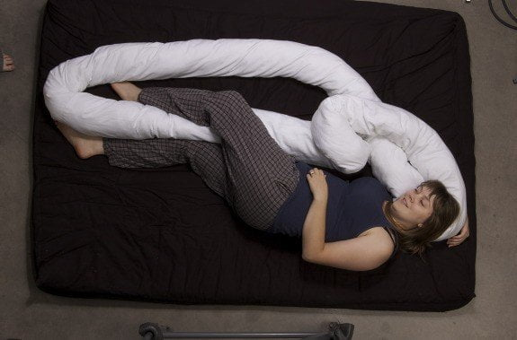 Cuscino tubolare the loop design miss - Posizioni sul divano ...