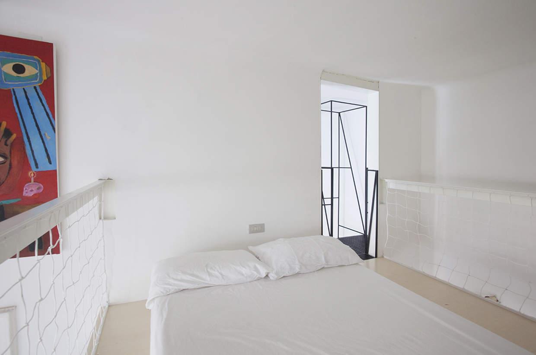 Scala in metallo moderna e minimalista design miss for Planimetrie della casa minimalista