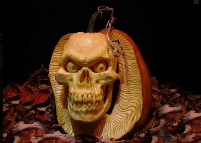 rayvillafanepumpkinsculptures_Most Expressive Pumpkin Faces Ever-06