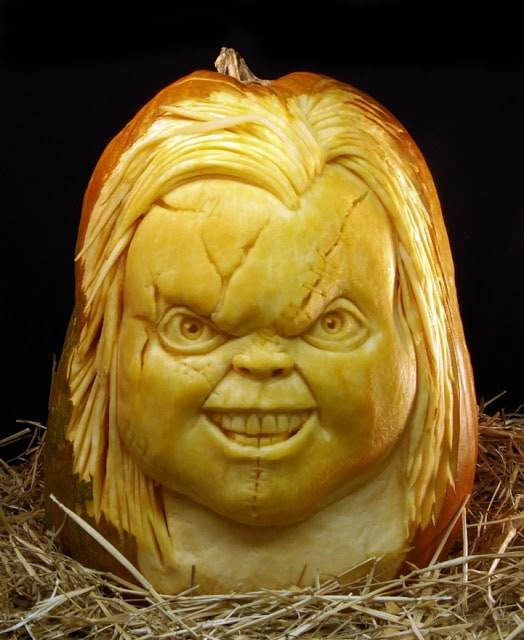 rayvillafanepumpkinsculptures_Most Expressive Pumpkin Faces Ever-08