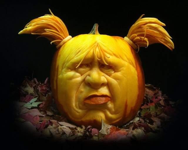 rayvillafanepumpkinsculptures_Most Expressive Pumpkin Faces Ever-10