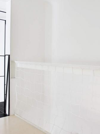 Scala in metallo moderna e minimalista