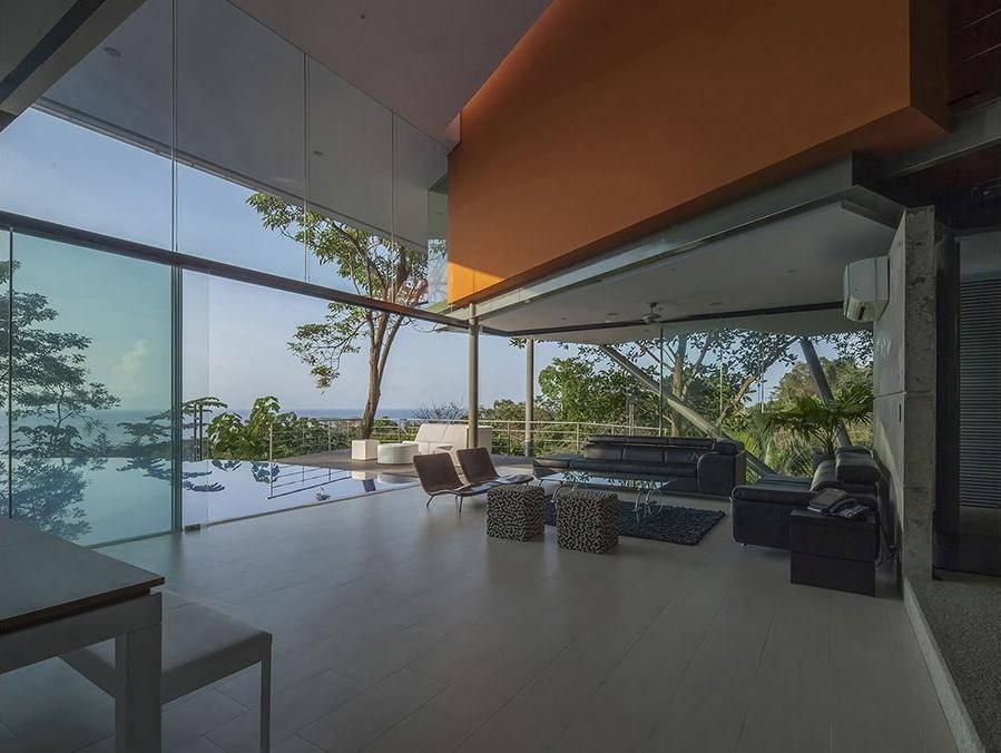 Una casa immersa nel verde design miss for Case con vetrate