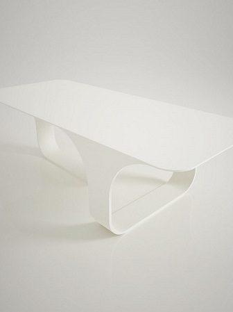 Tavolo 70s, un design immaginifico