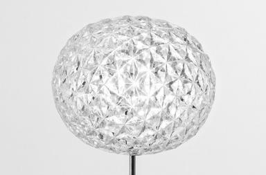 PLANET, un'elegante sfera di luce
