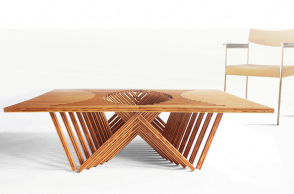 Rising Table, un piano di legno in trasformazione
