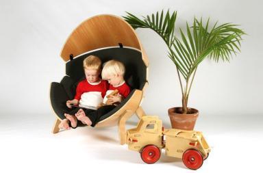 Hideaway, una sedia per bambini a forma di guscio