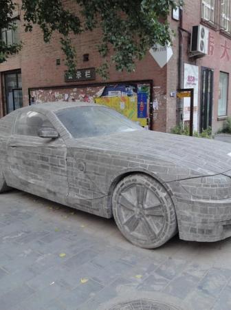 Una BMW insolita tra le strade di Pechino