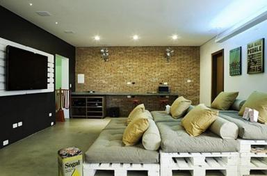 Cinema in casa con i pallet
