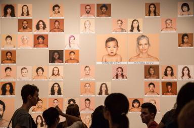 Humanae, tonalità di pelle tradotte in colori Pantone®