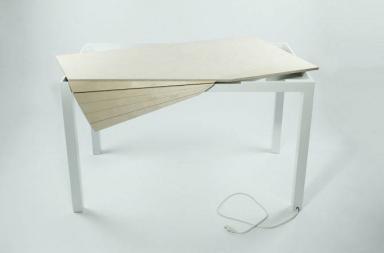 Tambour Table, il tavolo a serrandina che nasconde i cavi del pc