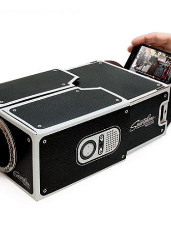 Smartphone Projector, un proiettore portatile realizzato in cartone