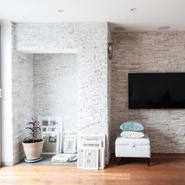 Pareti & Pavimenti in stile moderno di Nic Antony Architects Ltd