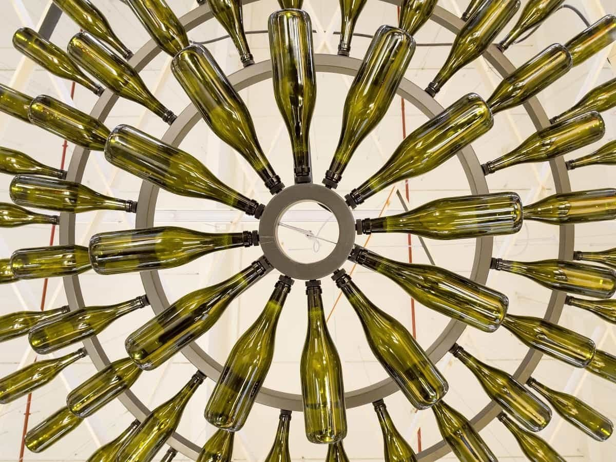 concept-lampadario-bottiglie