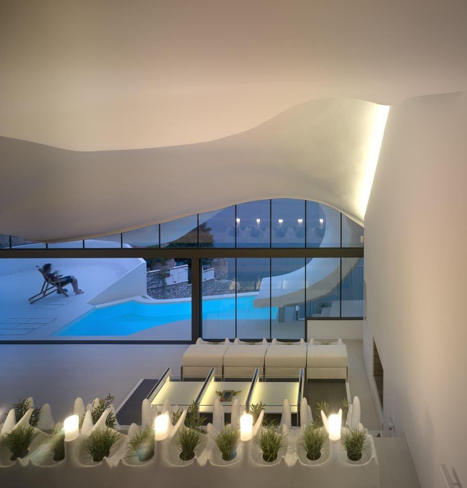 casa-grotta-scogliera-vista-mediterraneo