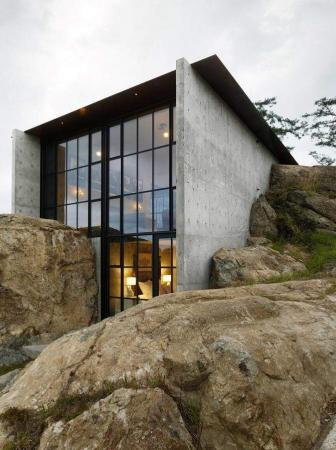 Una rifugio incastonato nella roccia