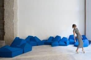 Cuscini componibili che vestono lo spazio