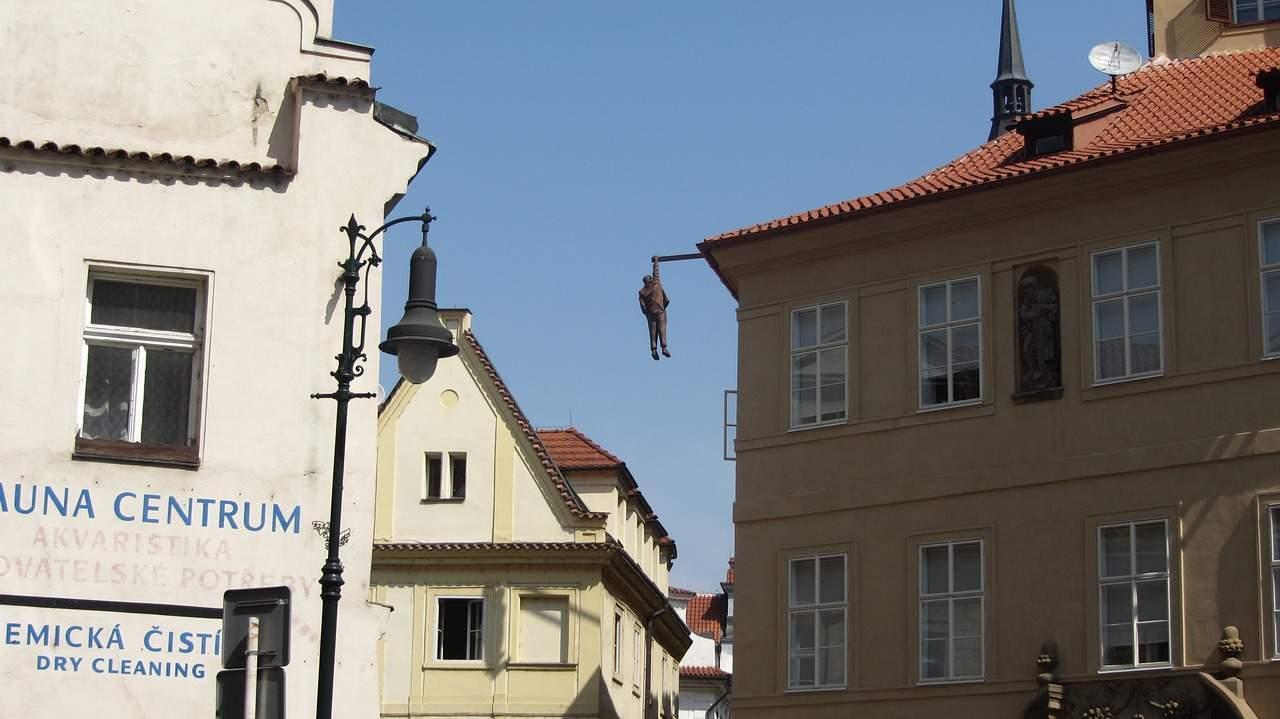 david-cerny-impiccato