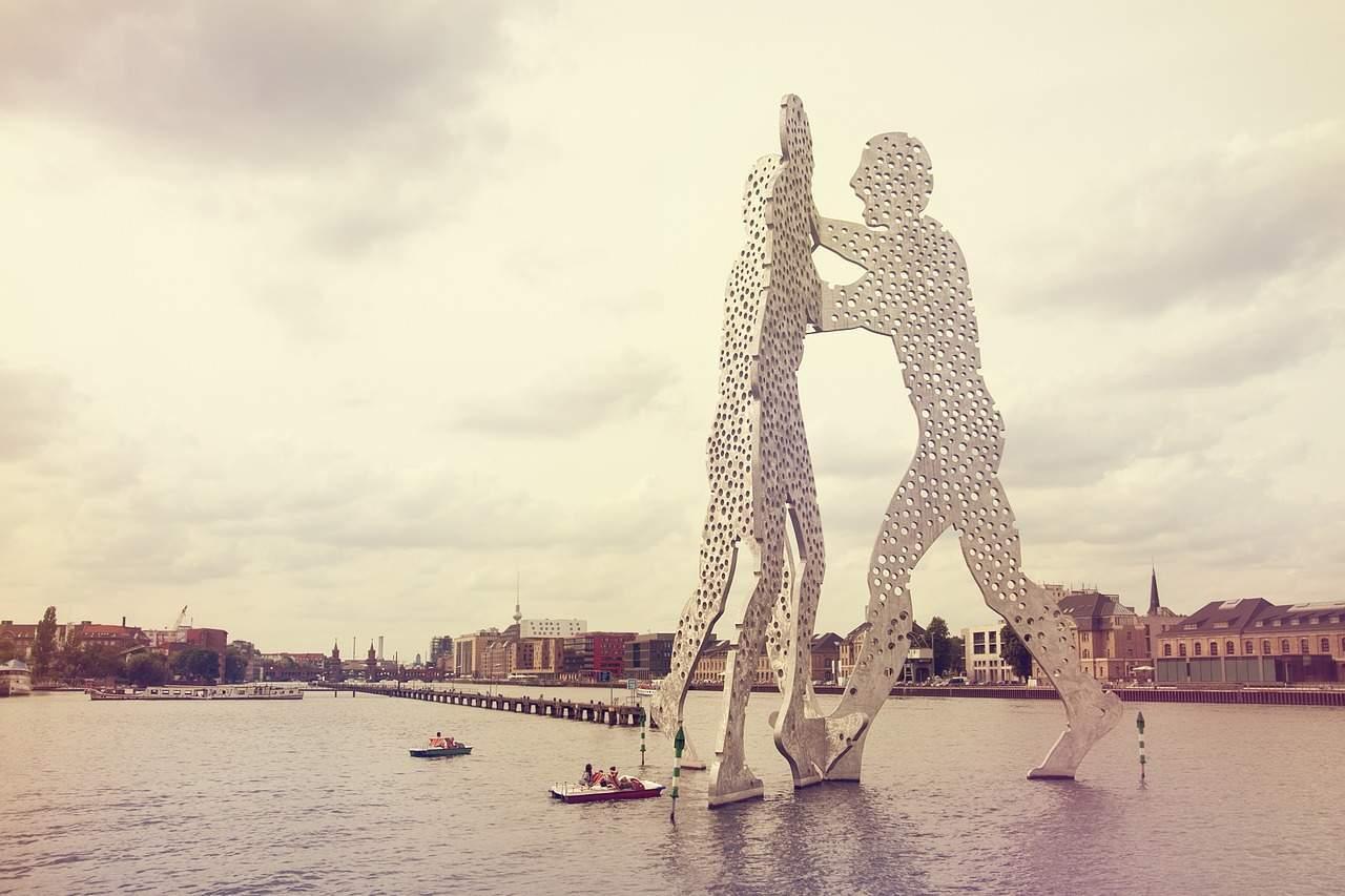 molecule-man-statue