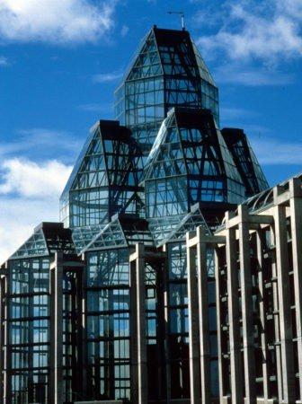 National Gallery del Canada,  un edificio in vetro e granito