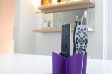 Porta telecomandi da tavolo in gomma antiscivolo