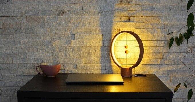 lampada-tavolo-accensione
