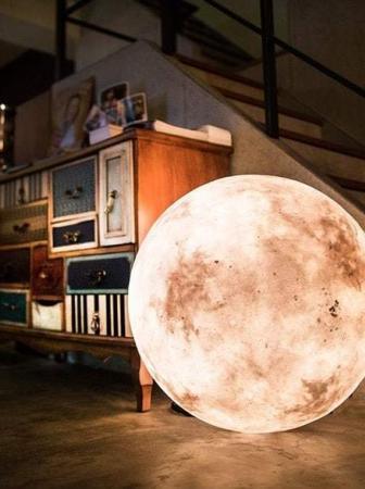 Luna, una lampada di design per un'atmosfera magica