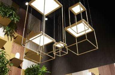 Lampade Brassie, geometrie luminose e giochi di luce sospesi