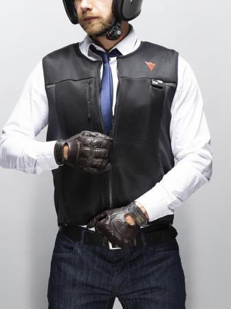 Smart Jacket, il gilet protettivo per motociclisti di Dainese