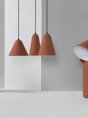 Lampade in terracotta del designer Tomas Kral
