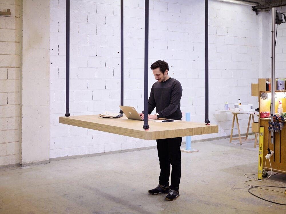Flying Table Il Tavolo Sospeso Sali Scendi Per Piccoli Spazi Design Miss